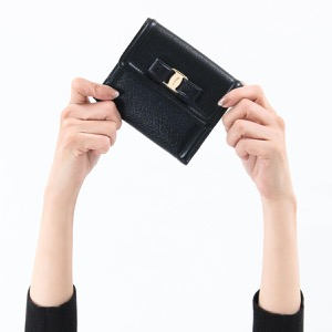 フェラガモ 二つ折り財布 財布 レディース ヴァラ リボン リボン ブラック 22C911 NERO 0673755 2018年春夏新作 SALVATORE FERRAGAMO