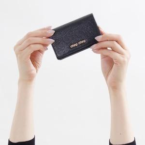 ミュウミュウ カードケース レディース マドラス カラー ブラック&フォーコレッド 5MC011 2BJI F0LJ4 MIU MIU